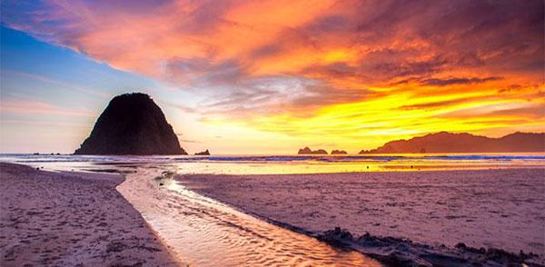 Aktivitas Air Pantai Pulau Merah Banyuwangi
